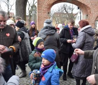 Pruszcz Gdański: Wolontariusze Wielkiej Orkiestry Świątecznej Pomocy kwestują od samego rana
