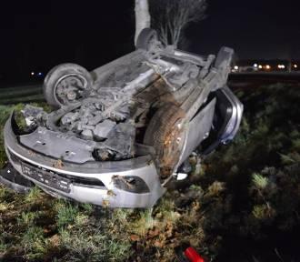 Wypadek drogowy z udziałem trzech samochodów osobowych i ciągnika rolniczego [FOTO]