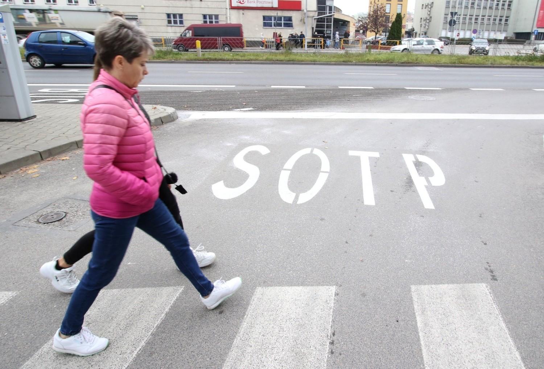 """Znak z błędem na drodze w Kielcach. """"SOTP"""" wywołał falę komentarzy"""