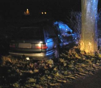 Wypadek w miejscowości Trępnowy. Samochód uderzył w drzewo, pasażer trafił do szpitala w Gdańsku