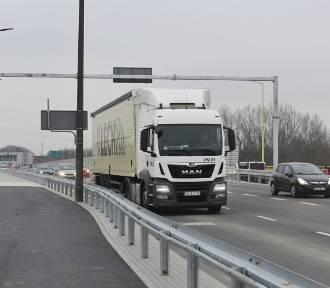 Nowa nitka mostu Lecha otwarta, a korki nadal paraliżują okolicę