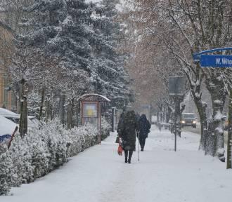 Bełchatów: Miasto w zimowej szacie. Na drogach i chodnikach ślisko
