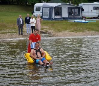 Przechlewo. Pływający wózek dla osób niepełnosprawnych