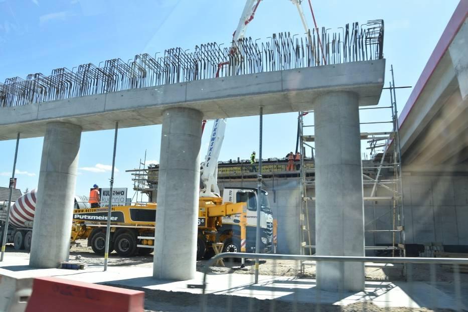 Po wielu miesiącach zastoju budowlańcy pojawili się wreszcie na budowie S-5 na odcinku od Białych Błot do Szubina