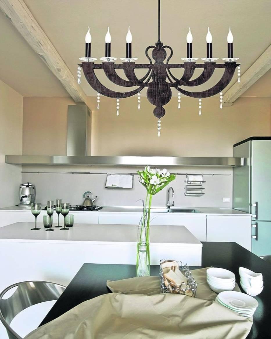 Lampy, kształtem przypominające Menory, będą świetnie pasować w naturalnych, prostych wnętrzach