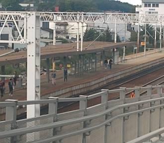 """Zapadnięty peron w Rumi-Janowo. Wiceburmistrz: """"To było wkalkulowane w inwestycje"""""""