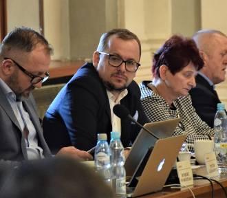 Były kandydat na prezydenta Tarnowa rezygnuje z mandatu radnego