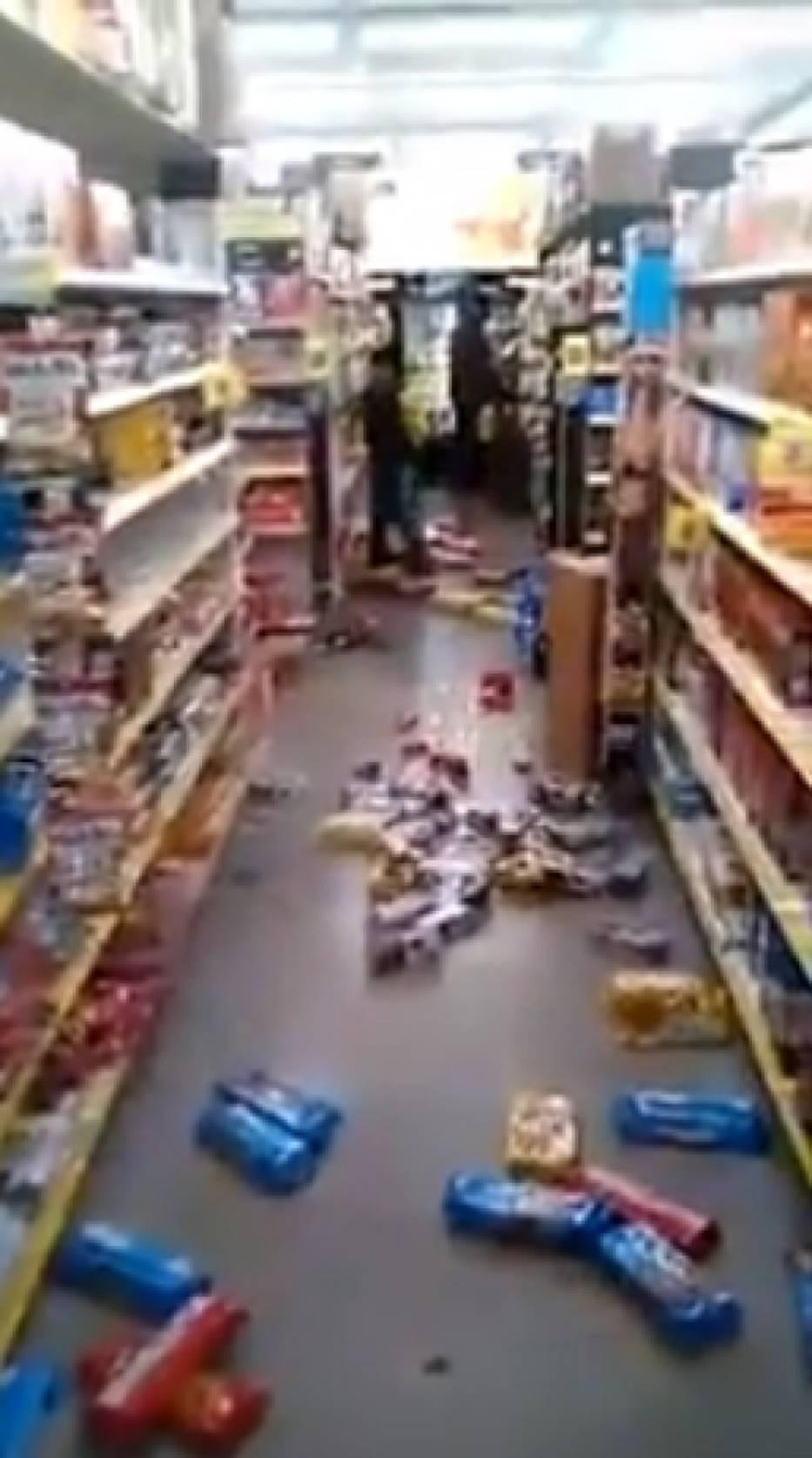 Dziecko demoluje sklep  w USA
