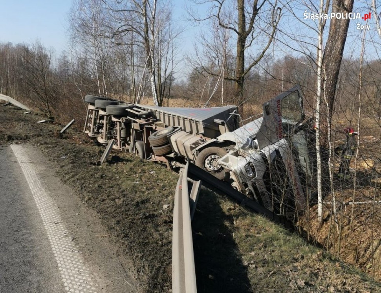 Trzy samochody zderzyły się na ulicy Nad Rudą w Żorach