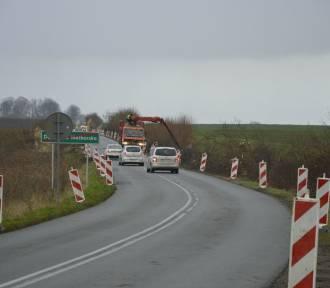 Kierowcy powinni być ostrożni na drodze wojewódzkiej 515 - trwa tam wycinka drzew