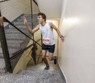 Biegli po schodach. Pokonali 17 pięter i 372 stopnie [FOTO]