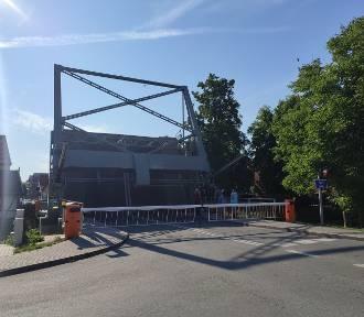 Nowy Dwór Gdański. Prace konserwacyjne na moście zwodzonym