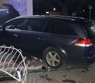 Wypadek na drodze krajowej nr 22. Kierowca uciekł z miejsca zdarzenia