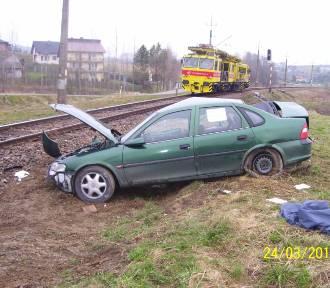 Wypadek w Zborowicach. Drezyna wjechała w samochód [ZDJĘCIA]