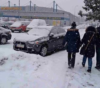 Intensywna śnieżyca przeszła przez Kraków [ZDJĘCIA]