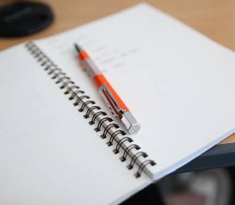 QUIZ. 10 trudnych wyrazów. Sprawdź, czy potrafisz je napisać poprawnie!