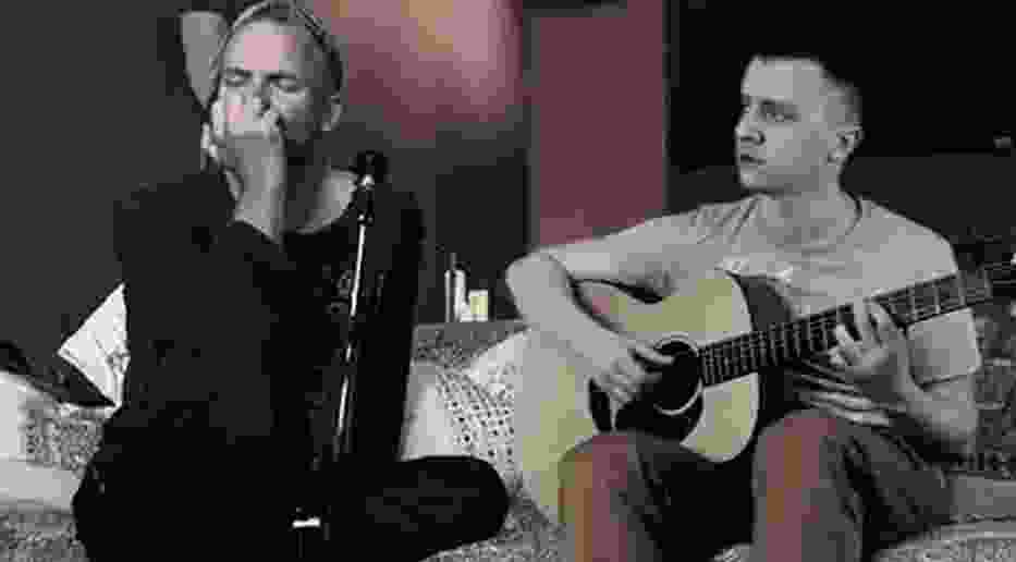 """CeZik śpiewa ze... Stingiem, że """"Wóda to śmierć"""""""