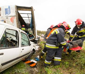 Wypadek pod Białymstokiem. Autobus z pielgrzymami wpadł do rowu [ZDJĘCIA Z ĆWICZEŃ]