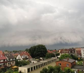 Imponujące burze nad Mierzeją Wiślaną. Te fotografie prezentują prawdziwą siłę natury