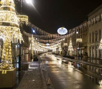 Iluminacja świąteczna w Warszawie 2018. Tak wyglądają miliony lampek bez tłumów [ZDJĘCIA]