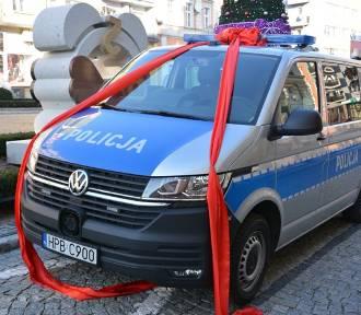 Nowy radiowóz strzegomskiej policji. Ksiądz poświęcił, urząd dofinasował (ZDJĘCIA)