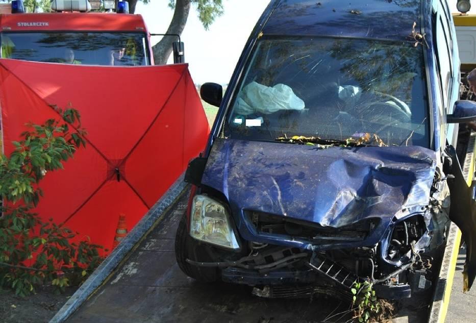 Śmiertelny wypadek na drodze Września-Witkowo. Zginęła 41-letnia kobieta [FOTO]