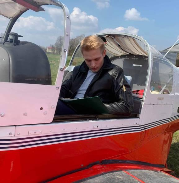 23-latek z Bełchatowa został pilotem linii lotniczych