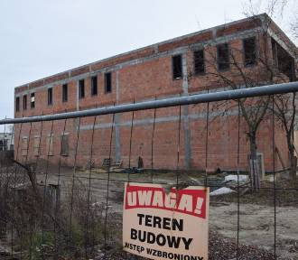 Szkoła muzyczna w Wieluniu poczeka na przenosiny do 2021 r. Problemy na placu budowy [FOTO]
