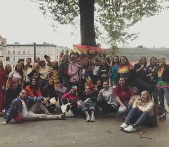 Uczniowie III LO sami zorganizowali w szkole Tęczowy Piątek