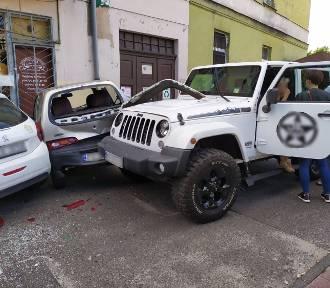 Kalisz: Staranowała jeepem pięć aut. Jak do tego doszło? ZDJĘCIA