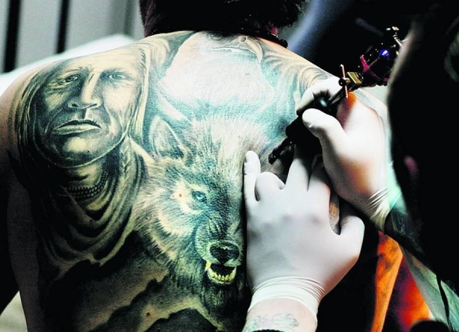 Salony tatuażu w Toruniu oferują szeroki wybór projektów i wzorów