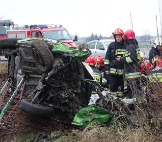 Wypadek na krajówce. 35-letnia kobieta została ciężko ranna
