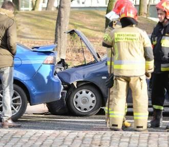 Na ul. Hallera zderzyły się trzy samochody [wideo, zdjęcia]