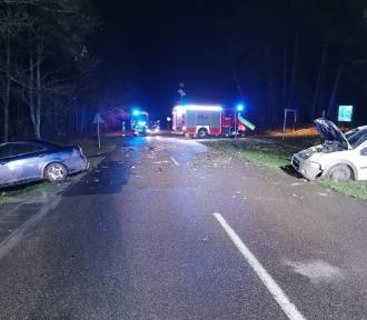 Zderzenie aut w Junoszynie. Kierowcy trafili do szpitala