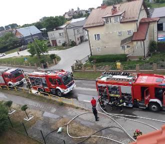 Pożar szkoły w Dębogórzu: szybka akcja strażaków z Kosakowa ugasiła ogień