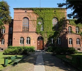 Trzy kolejne poznańskie szkoły z koronawirusem