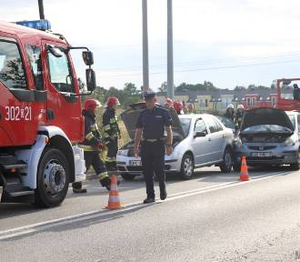 Na Wrocławskiej zderzyły się trzy samochody [ZDJĘCIA]