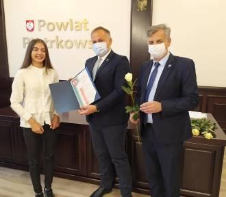 Starosta nagrodził najlepszych uczniów szkół z powiatu
