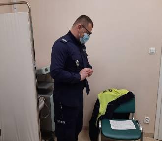 Policjanci przyjmują szczepionkę przeciw koronawirusowi