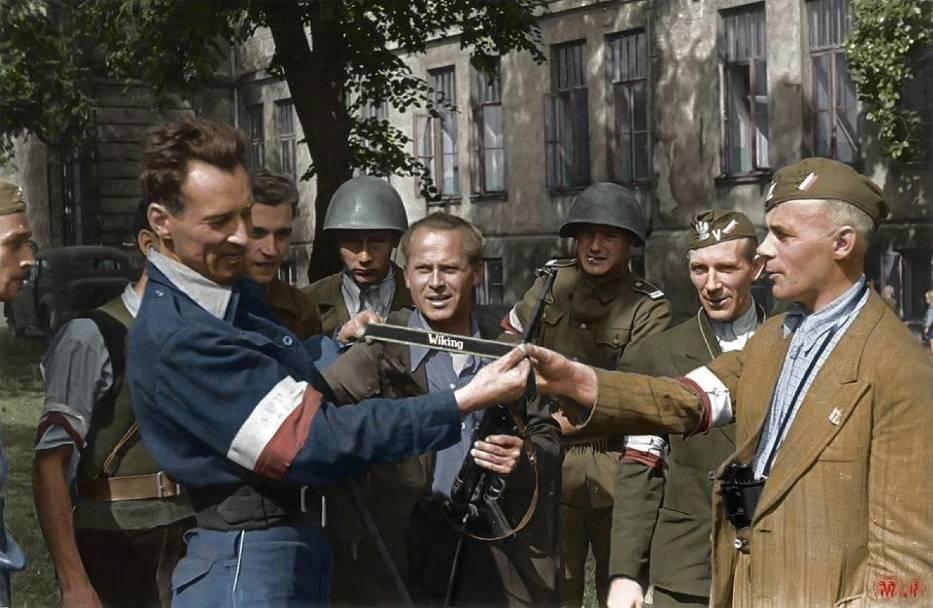 Koloruje historię. Dzięki jego pracy poznajemy nieznane strony Powstania Warszawskiego [ZDJĘCIA]