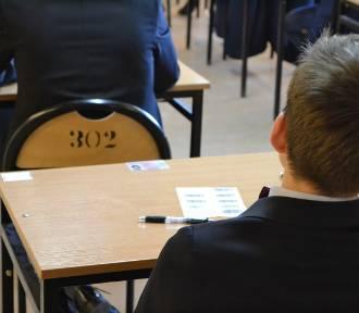 Dramat gimnazjalistów z Rybnika. Czy egzamin trzeba będzie powtórzyć?