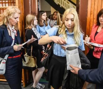Egzamin gimnazjalny 2018 w Gimnazjum nr 50 w Bydgoszczy [zdjęcia]