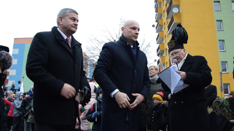 Paweł Szafran (w środku) to nowy prezes Piasta Nowa Ruda