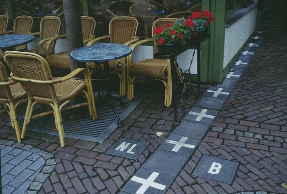 BELGIA / HOLANDIA Granica belgijsko-holenderska na pewnym odcinku przechodzi przez kawiarnię w miejscowości Baarle