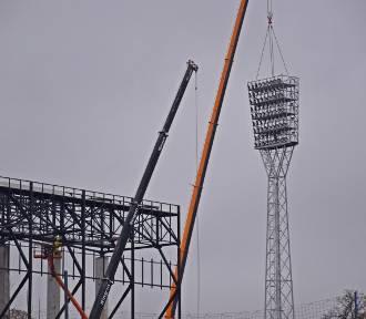Stare jupitery znikają ze stadionu Pogoni Szczecin