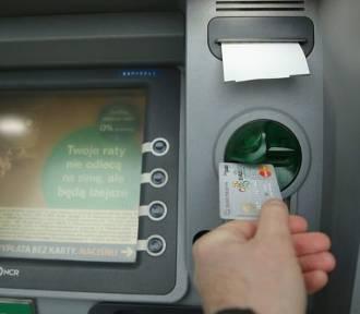 Policja apeluje: nie skanujcie QR kodów z bankomatów, bo to może być oszustwo