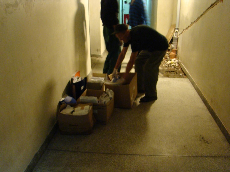 Osadzeni w Zakładzie Karnym pomagali wynosić dokumentację z zalanych pomieszczeń