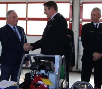 Strażacy z gminy Nowy Staw otrzymali nowy sprzęt ratunkowy