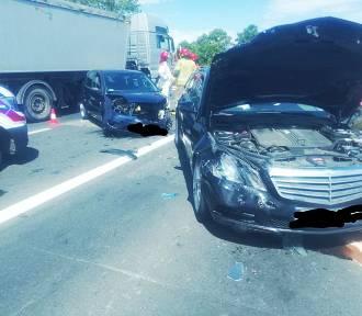 Wypadek na krajowej 5 pod Strzegomiem. Rozbity m.in. luksusowy mercedes (ZDJĘCIA)