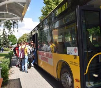 Więcej pasażerów w komunikacji miejskiej i podmiejskiej
